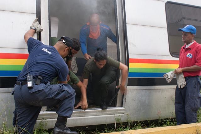Bomberos de Miranda capacitan a miembros de la FANB en atención de emergencias
