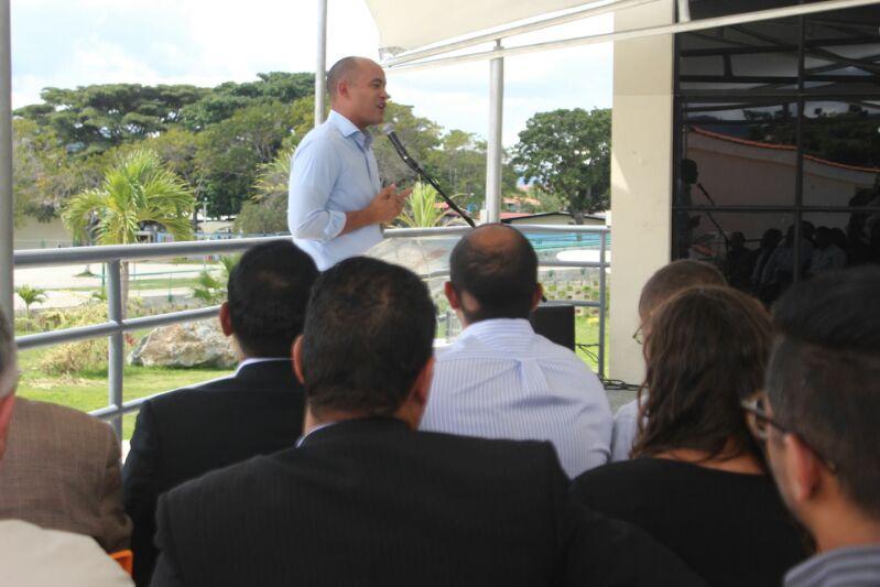 Gobernador entregó kits deportivos a estudiantes del municipio Sucre