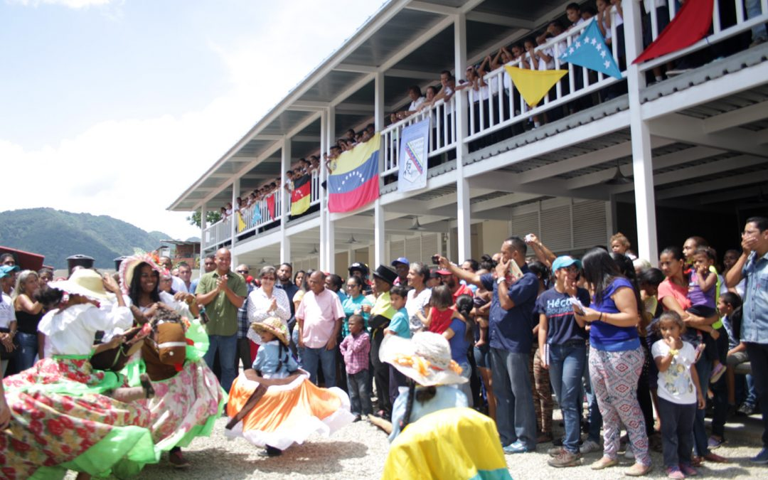 Estudiantes de la escuela Vicente Emilio Sojo en Guatire estrenan sede