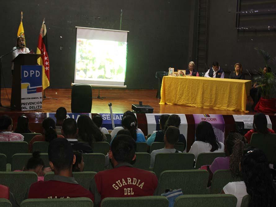 Casa de la Cultura de Los Teques realizó foro Familia y Prevención