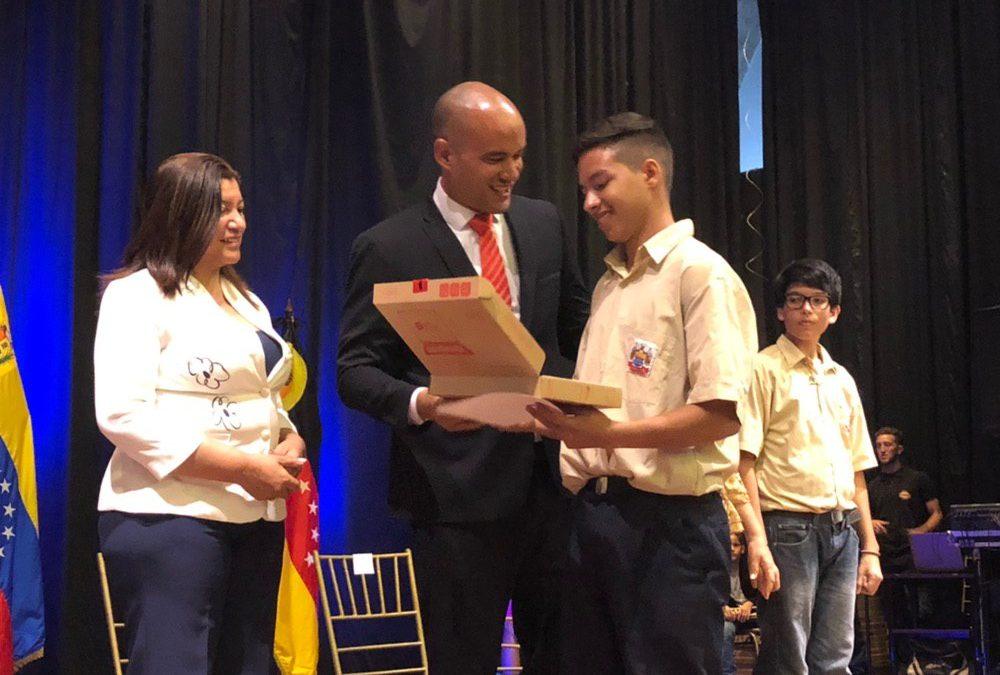 Mejores promedios de liceos de Miranda reciben reconocimiento