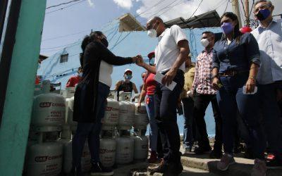 Gobernación entregó obras de asfaltado e iluminación en Altos Mirandinos