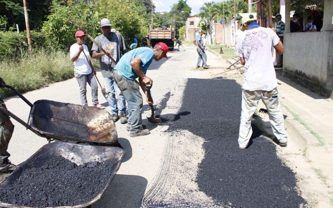 Plan de asfaltado atiende 8 comunidades de Miranda diariamente